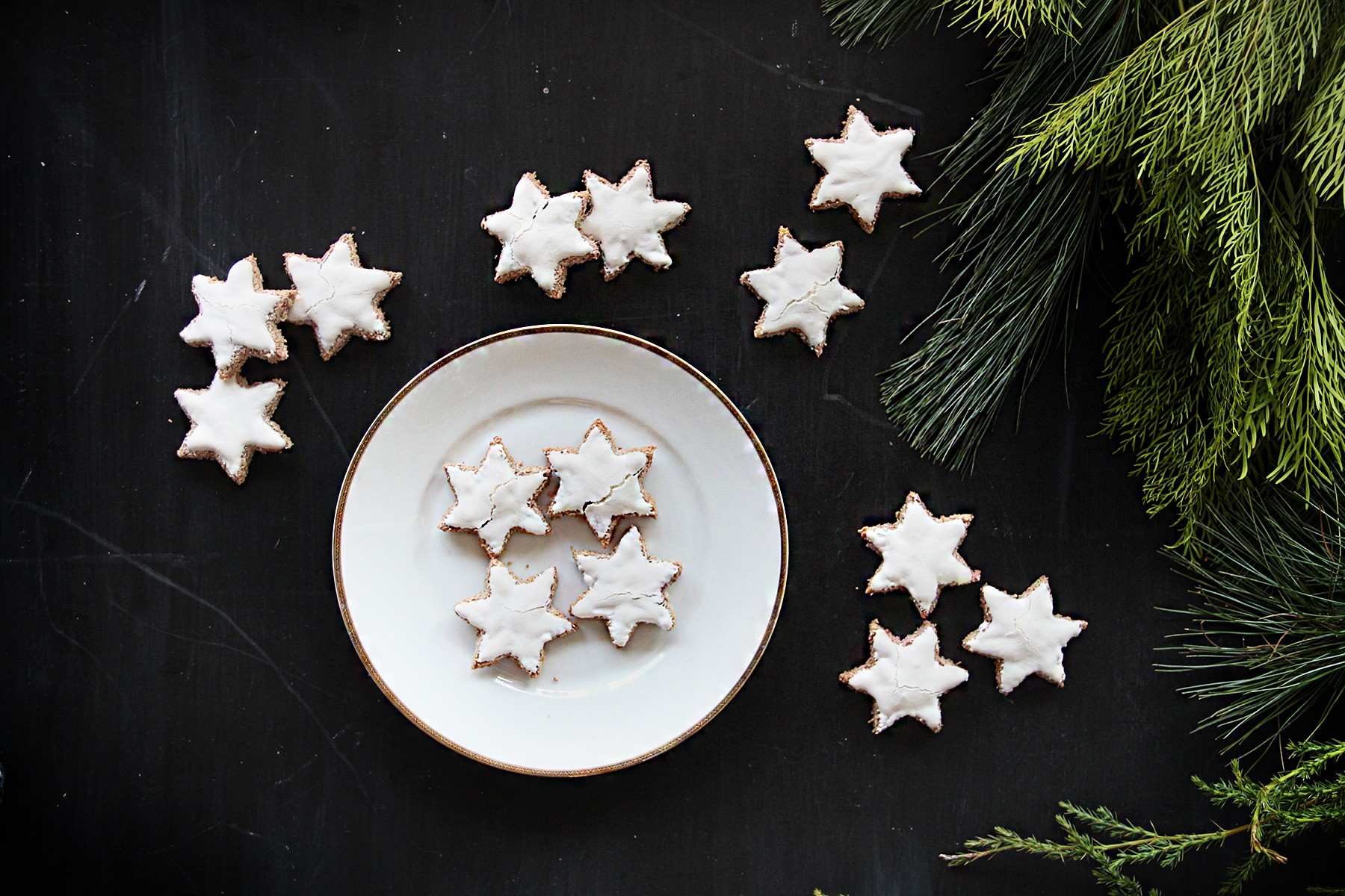 chocoate stars with frosting