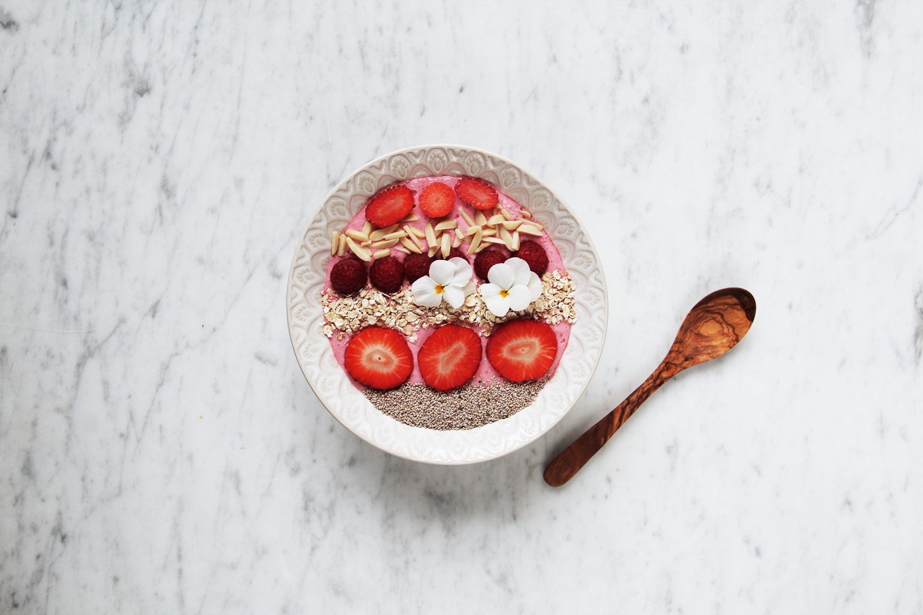 pink smoothie bowl vegan chia
